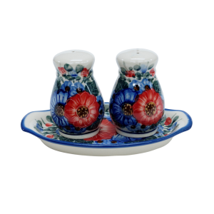 Salt and pepper shakers (A12 D12)