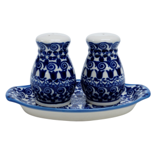 Salt and pepper shakers (A12 D25)