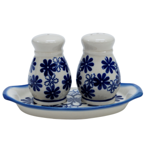 Salt and pepper shakers (A12 D39)
