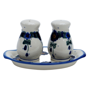 Salt and pepper shakers (A12 D40)