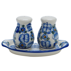 Salt and pepper shakers (A12 D13)
