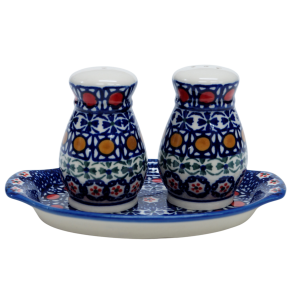 Salt and pepper shakers (A12 D1)