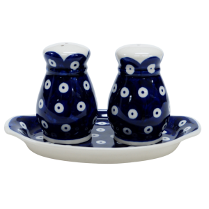 Salt and pepper shakers (A12 D22)
