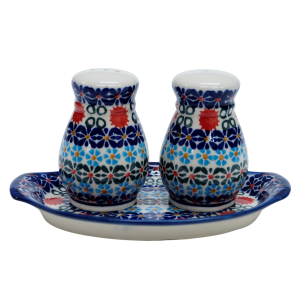 Salt and pepper shakers (A12 D30)