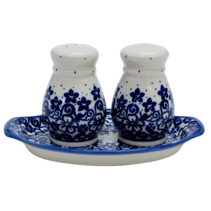 Salt and pepper shakers (A12 D27)